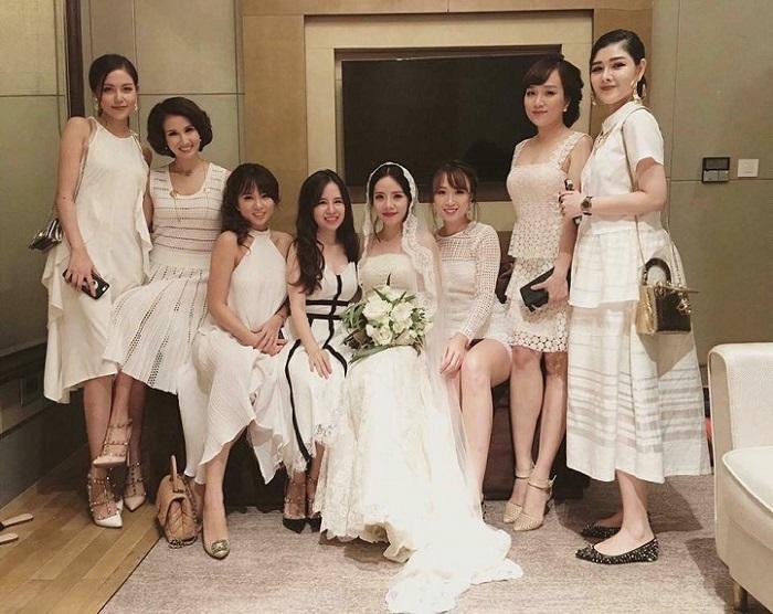 Đám cưới thì phải mặc gì? Bỏ túi ngay 5+ trang phục dự tiệc cưới giúp bạn vừa đẹp vừa sang