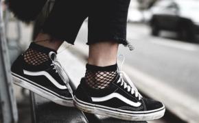 Đón đầu xu hướng hè 2018 với 7 mẫu sneaker chưa bao giờ lỗi mốt.