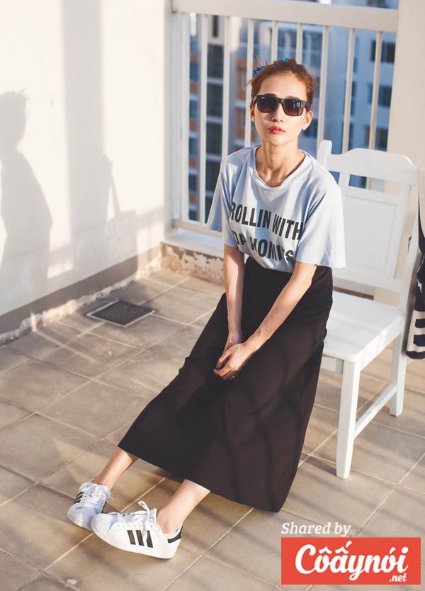váy midi và sneaker