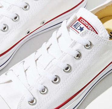 Dù ngoài kia có la liệt những thiết kế mới, thì phái đẹp vẫn luôn mê mệt 7 đôi sneaker này