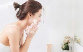 5 sai lầm khiến bạn dù chăm chỉ dưỡng ẩm nhưng da vẫn mãi khô căng